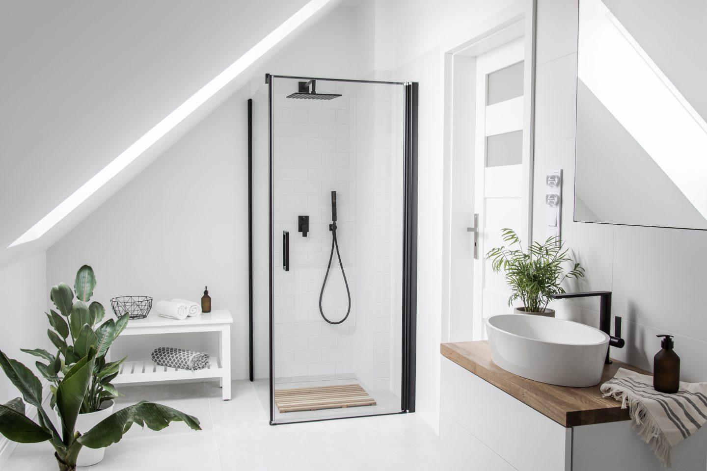 tropikalna łazienka na poddaszu